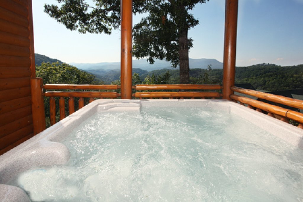 Photo of a Sevierville Cabin named Paradise Mountain Pool Lodge - This is the thirtieth photo in the set.