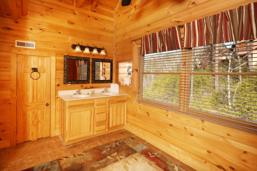 Photo of a Sevierville Cabin named Mountain Blessings - This is the twelfth photo in the set.