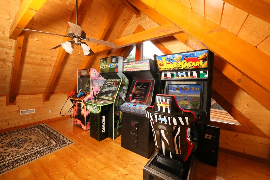 Photo of a Sevierville Cabin named Paradise Mountain Pool Lodge - This is the twentieth photo in the set.