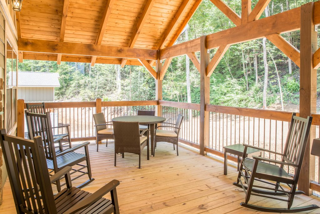 Photo of a Gatlinburg Chalet named A Hilltop Hideaway - This is the thirty-fifth photo in the set.