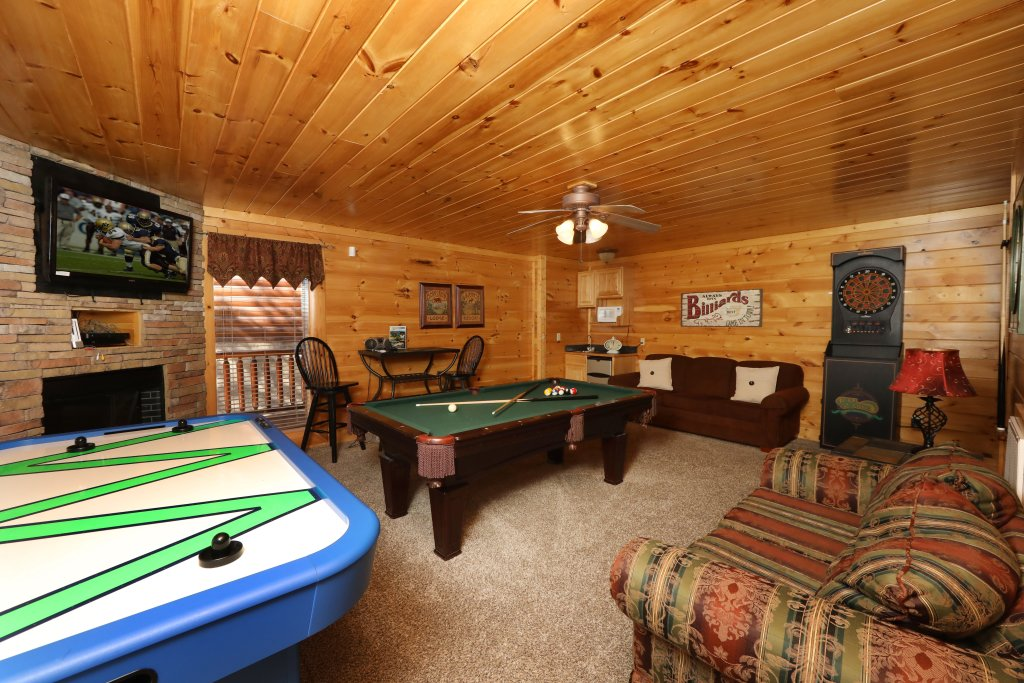 Photo of a Sevierville Cabin named Mountain Blessings - This is the twenty-sixth photo in the set.