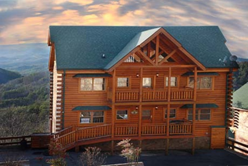 Photo of a Sevierville Cabin named Paradise Mountain Pool Lodge - This is the second photo in the set.