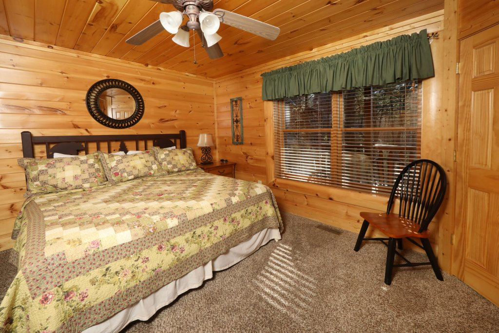 Photo of a Sevierville Cabin named Mountain Blessings - This is the twenty-second photo in the set.