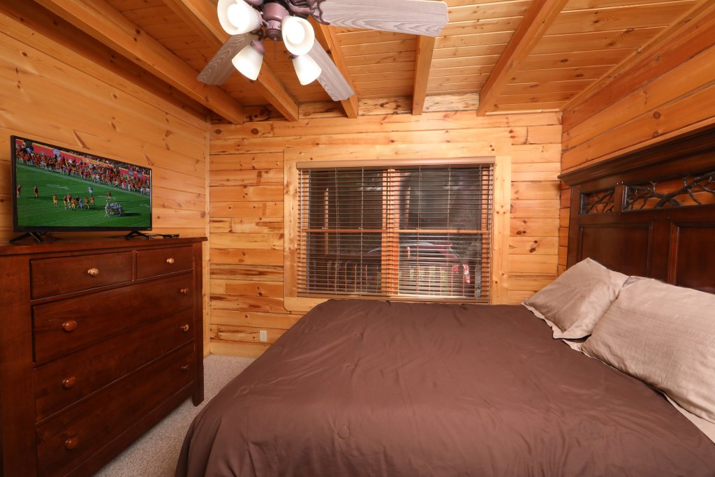 Photo of a Sevierville Cabin named Mountain Sunrise - This is the fourteenth photo in the set.