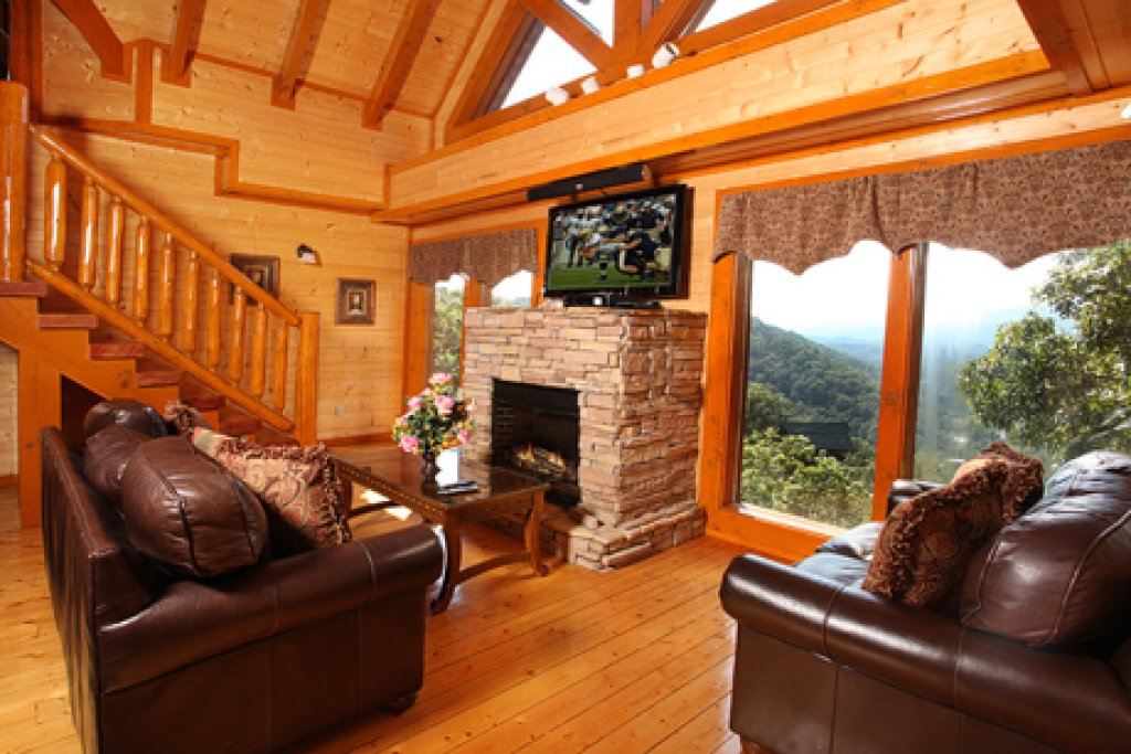 Photo of a Sevierville Cabin named Paradise Mountain Pool Lodge - This is the third photo in the set.