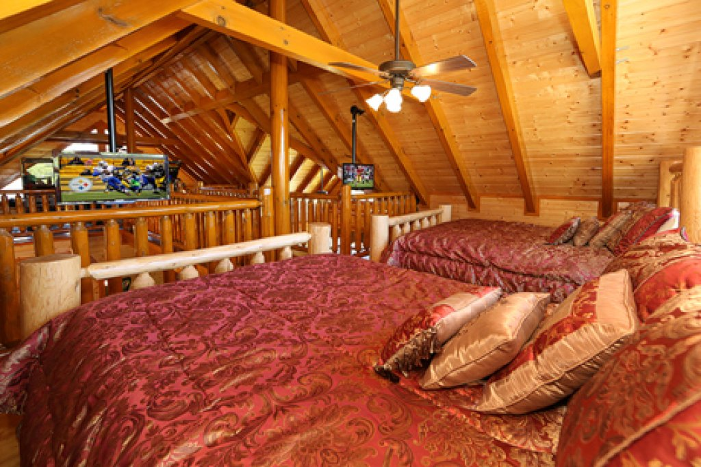 Photo of a Sevierville Cabin named Paradise Mountain Pool Lodge - This is the thirteenth photo in the set.