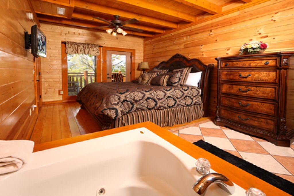 Photo of a Sevierville Cabin named Paradise Mountain Pool Lodge - This is the seventh photo in the set.
