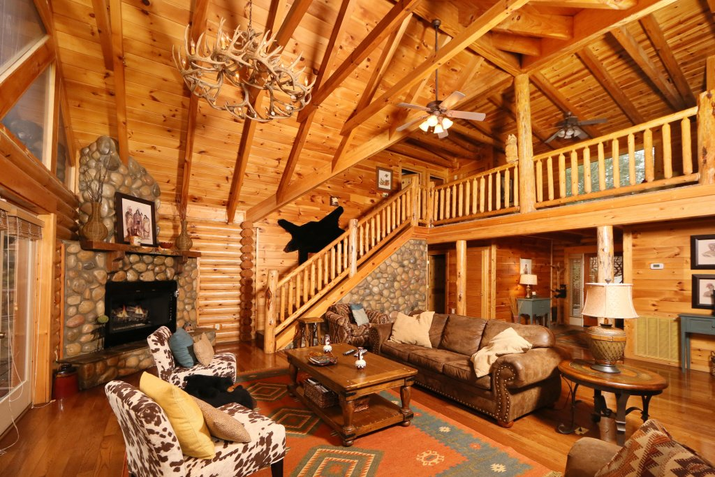 Photo of a Sevierville Cabin named Black Bear Hideaway - This is the third photo in the set.