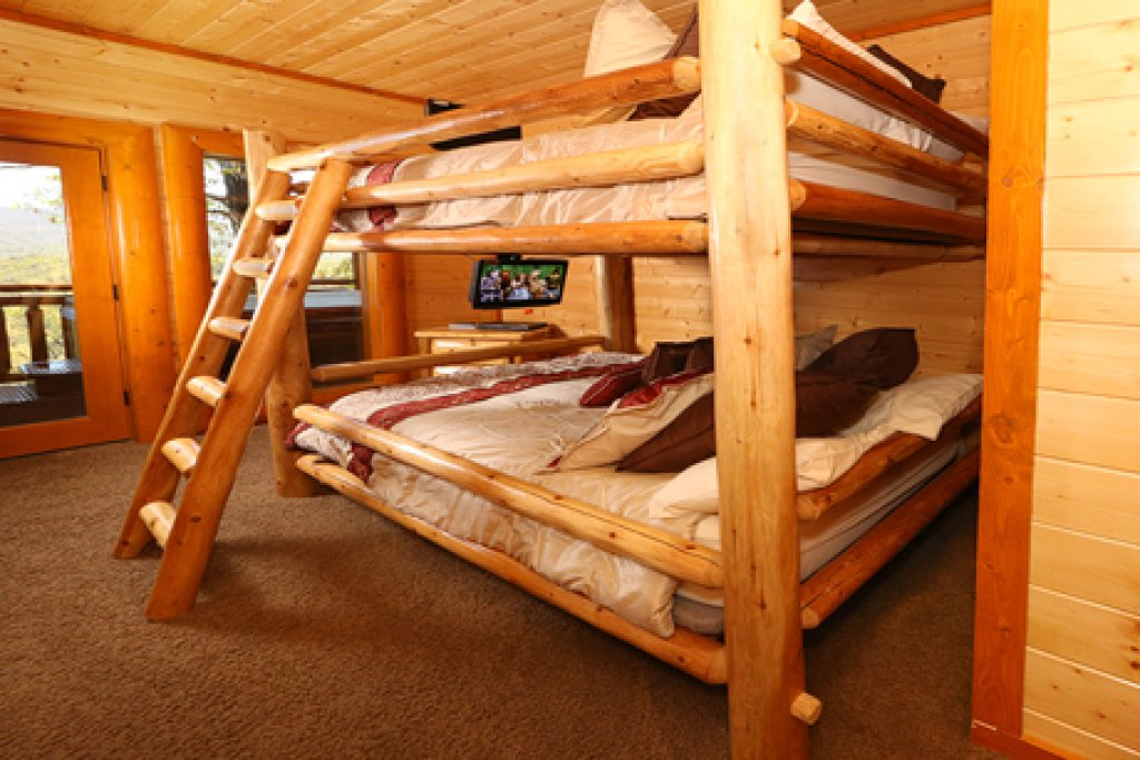 Photo of a Sevierville Cabin named Paradise Mountain Pool Lodge - This is the fifteenth photo in the set.