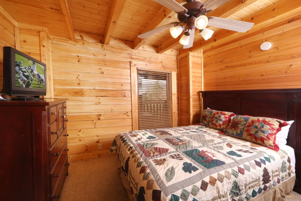 Photo of a Sevierville Cabin named Mountain Sunrise - This is the twelfth photo in the set.