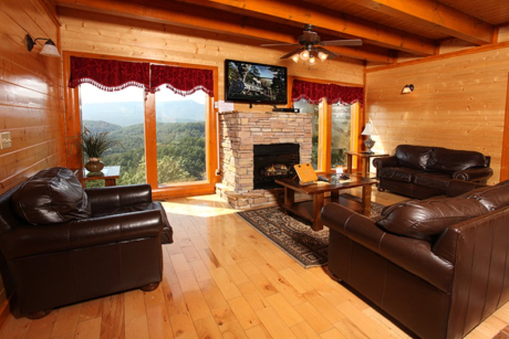 Photo of a Sevierville Cabin named Paradise Mountain Pool Lodge - This is the fourth photo in the set.