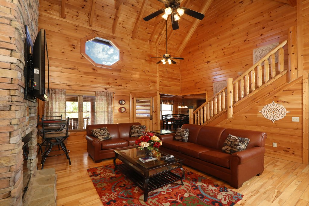 Photo of a Sevierville Cabin named Mountain Blessings - This is the second photo in the set.