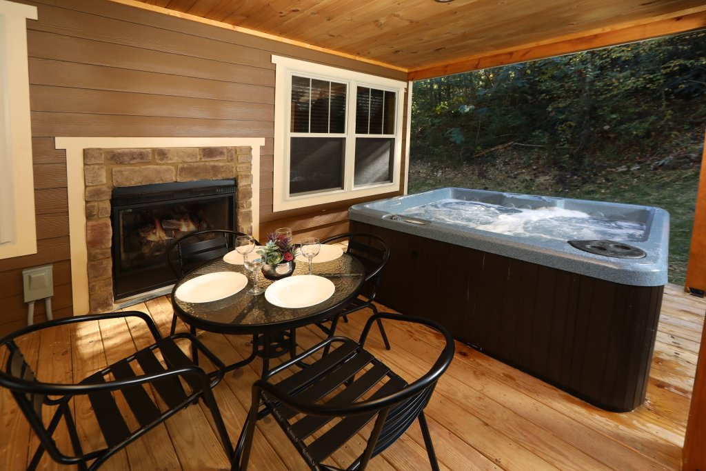Photo of a Gatlinburg Chalet named Misty Mountainside - This is the twenty-seventh photo in the set.