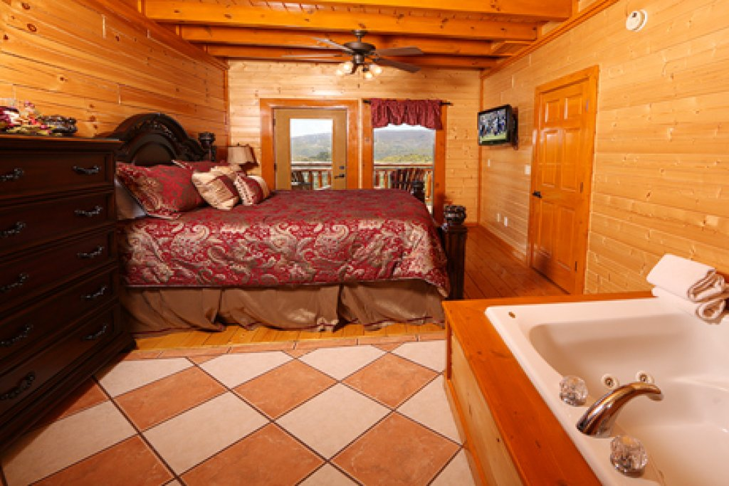 Photo of a Sevierville Cabin named Paradise Mountain Pool Lodge - This is the fifth photo in the set.