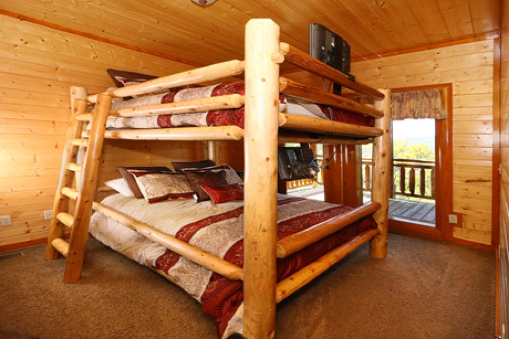 Photo of a Sevierville Cabin named Paradise Mountain Pool Lodge - This is the sixteenth photo in the set.