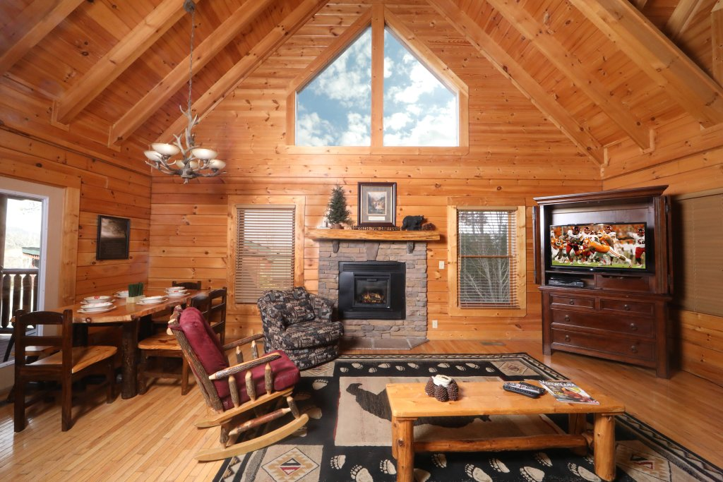 Photo of a Sevierville Cabin named Mountain Sunrise - This is the second photo in the set.
