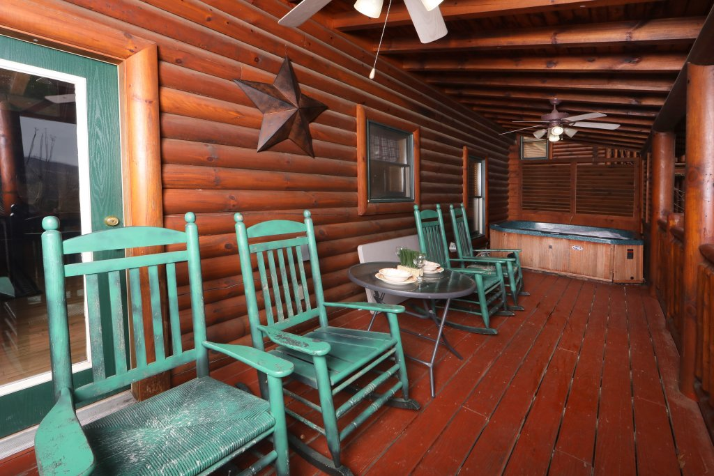Photo of a Sevierville Cabin named Mountain Sunrise - This is the thirty-first photo in the set.