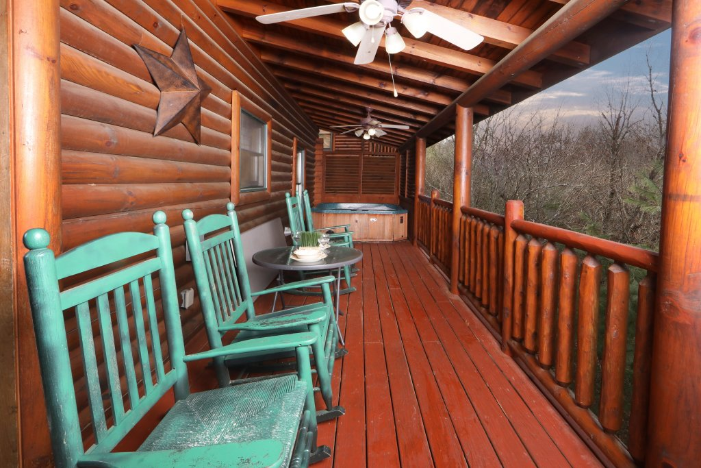 Photo of a Sevierville Cabin named Mountain Sunrise - This is the thirty-second photo in the set.