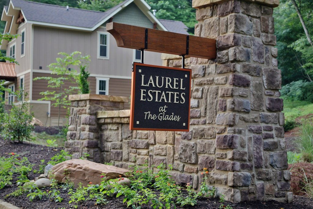 Photo of a Gatlinburg Chalet named A Hilltop Hideaway - This is the forty-second photo in the set.