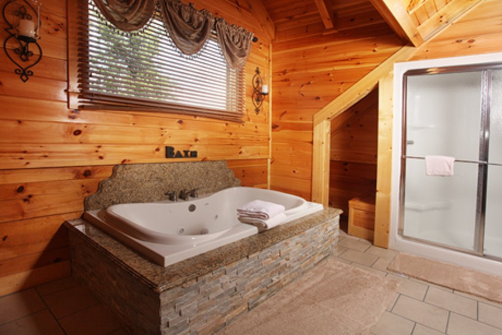 Photo of a Sevierville Cabin named Serenity Mountain Pool Lodge - This is the fifteenth photo in the set.
