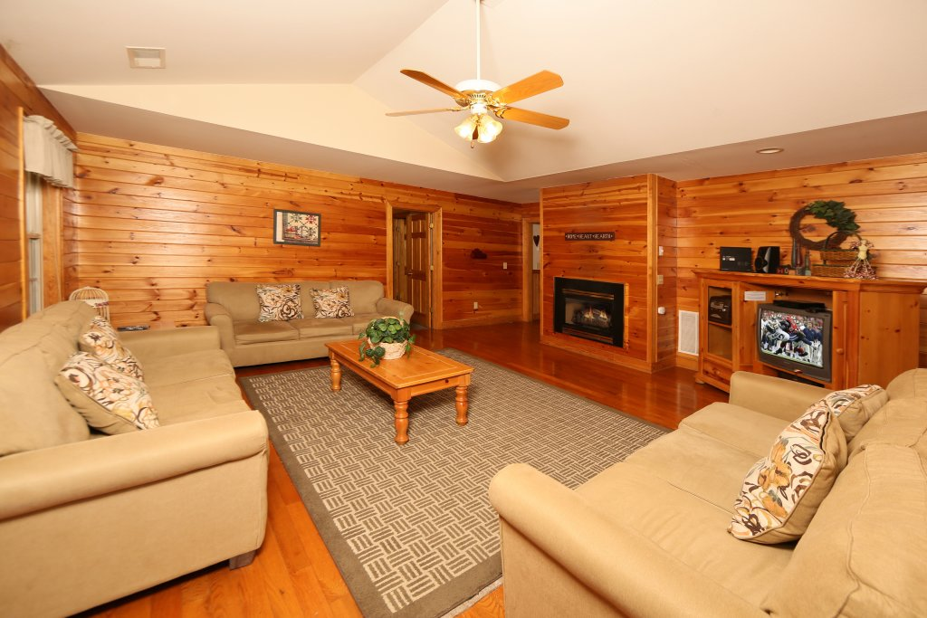 Photo of a Pigeon Forge Chalet named Magnolia Place (#5) - This is the third photo in the set.