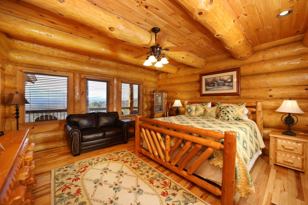 Photo of a Gatlinburg Cabin named The Lodge Of Gatlinburg - This is the twenty-fifth photo in the set.