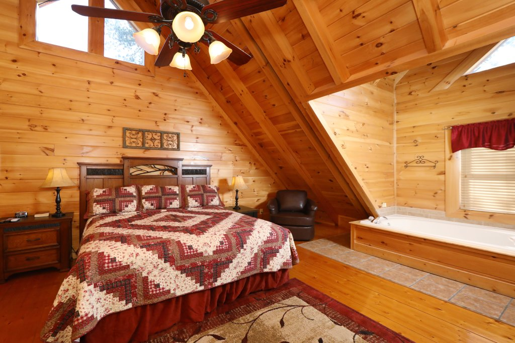 Photo of a Sevierville Cabin named Mountain Blessings - This is the eighth photo in the set.
