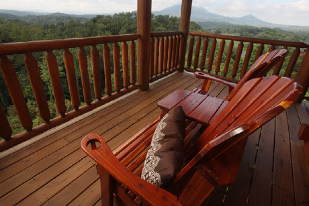 Photo of a Sevierville Cabin named Serenity Mountain Pool Lodge - This is the forty-eighth photo in the set.
