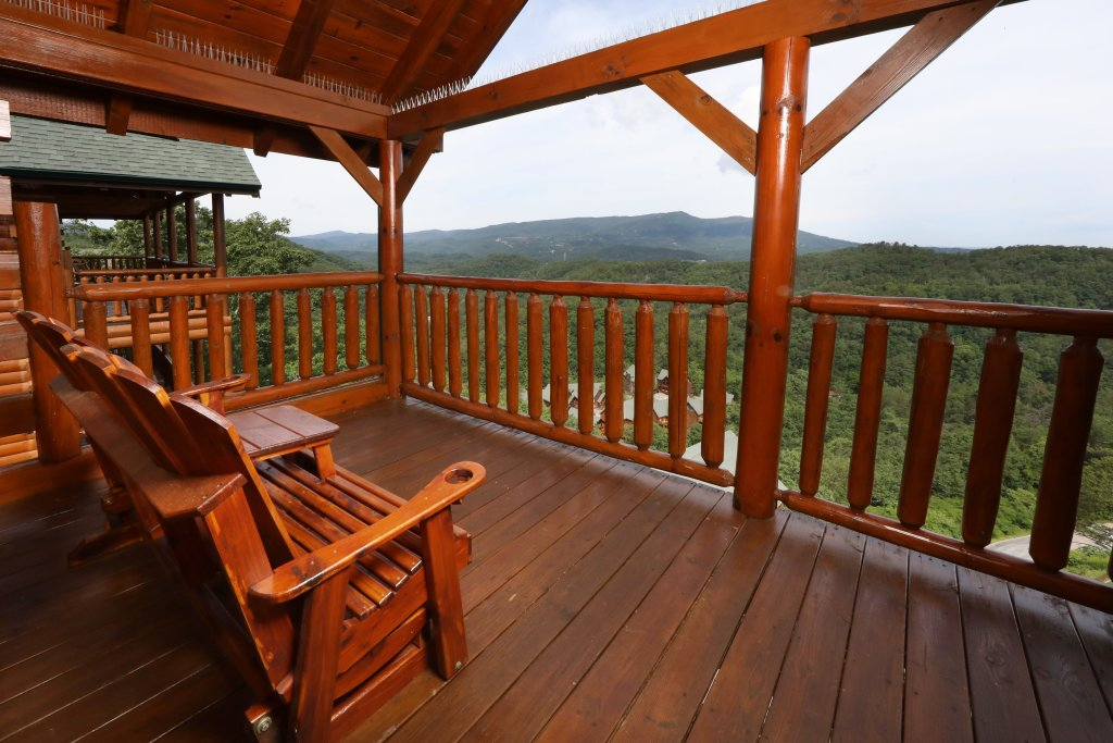 Photo of a Sevierville Cabin named Majestic Mountain Lodge - This is the fortieth photo in the set.
