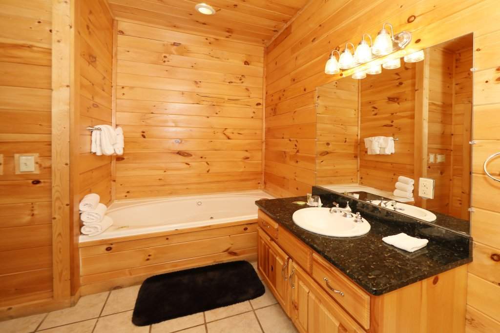 Photo of a Sevierville Cabin named Majestic Mountain Lodge - This is the twenty-sixth photo in the set.
