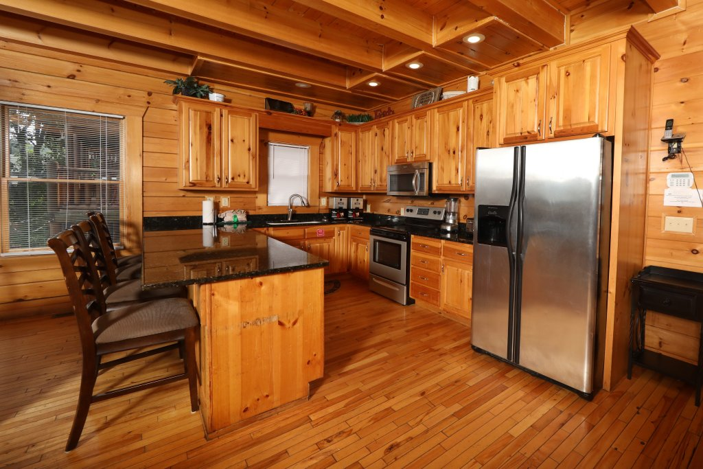 Photo of a Sevierville Cabin named Majestic Mountain Lodge - This is the thirty-second photo in the set.