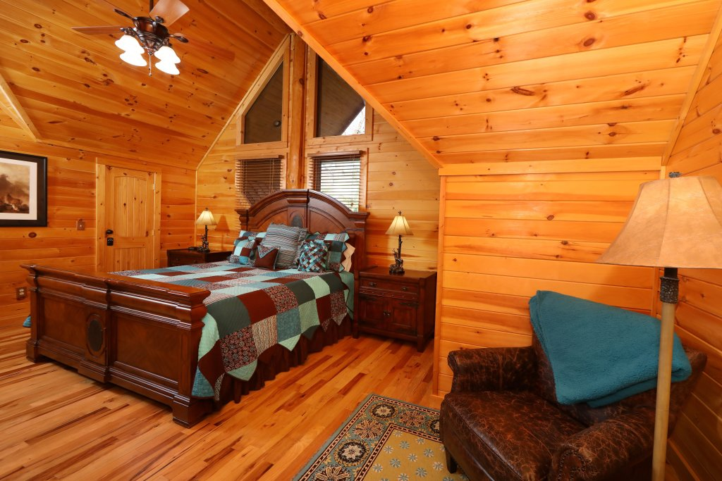 Photo of a Gatlinburg Cabin named The Lodge Of Gatlinburg - This is the thirteenth photo in the set.