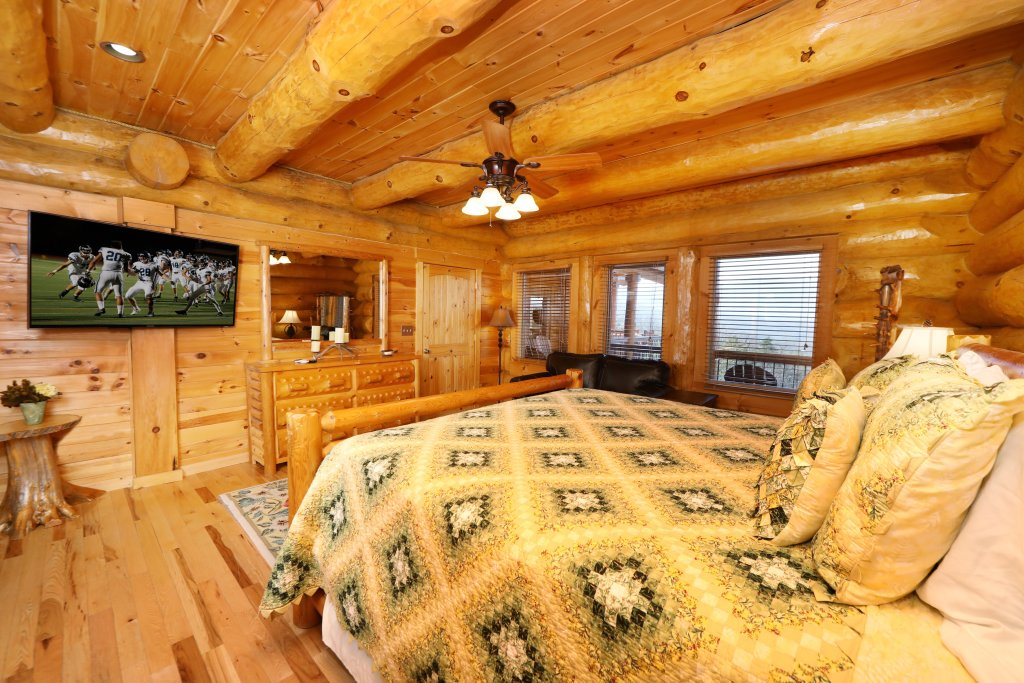 Photo of a Gatlinburg Cabin named The Lodge Of Gatlinburg - This is the twenty-sixth photo in the set.