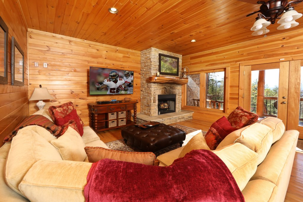 Photo of a Gatlinburg Cabin named The Lodge Of Gatlinburg - This is the thirty-third photo in the set.