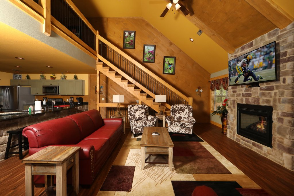Photo of a Gatlinburg Chalet named Dive Right In - This is the second photo in the set.