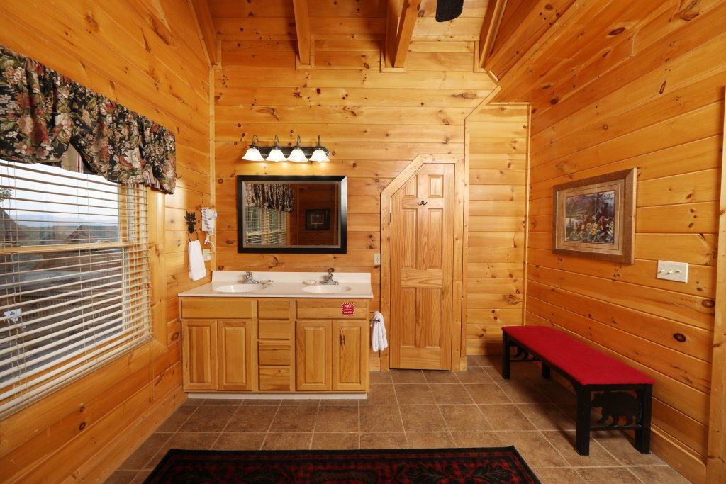 Photo of a Sevierville Cabin named Celebration Lodge - This is the twelfth photo in the set.