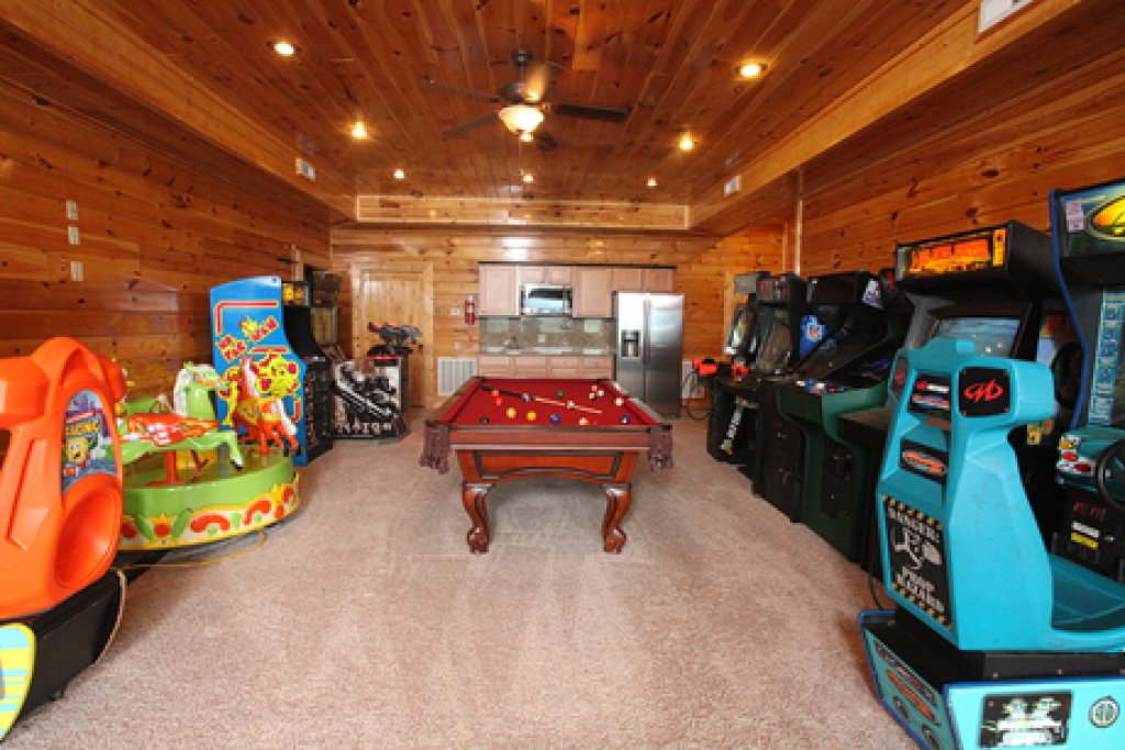 Photo of a Sevierville Cabin named Serenity Mountain Pool Lodge - This is the twenty-seventh photo in the set.