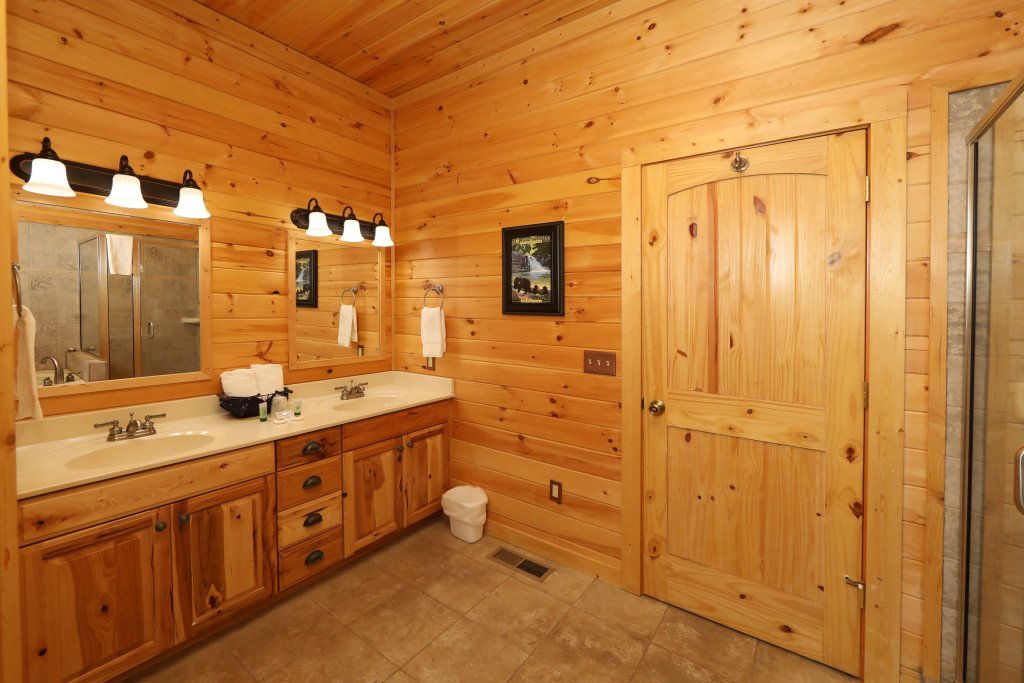 Photo of a Gatlinburg Cabin named The Lodge Of Gatlinburg - This is the seventeenth photo in the set.