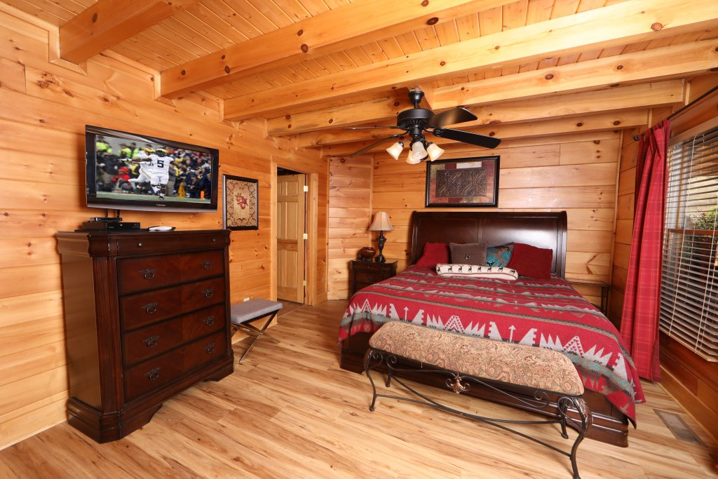 Photo of a Sevierville Cabin named Moonlight And Memories - This is the third photo in the set.