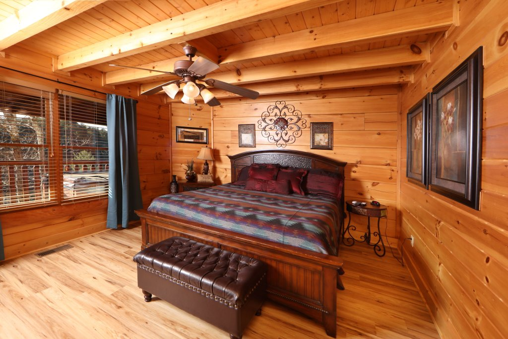 Photo of a Sevierville Cabin named Moonlight And Memories - This is the seventh photo in the set.