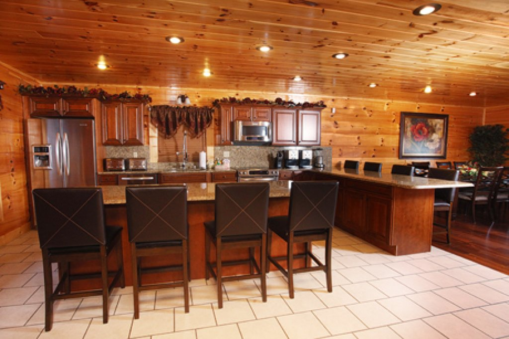 Photo of a Sevierville Cabin named Serenity Mountain Pool Lodge - This is the thirty-seventh photo in the set.