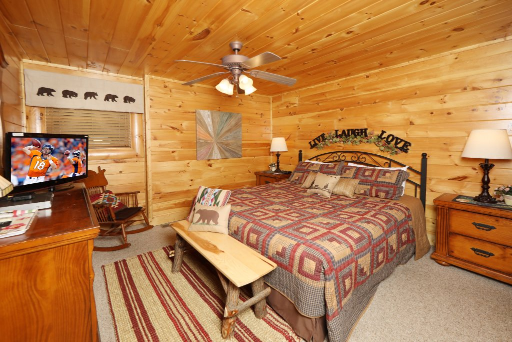 Photo of a Sevierville Cabin named Celebration Lodge - This is the seventeenth photo in the set.