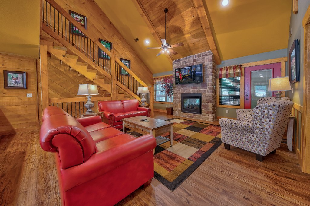 Photo of a Gatlinburg Chalet named Break Time - This is the second photo in the set.