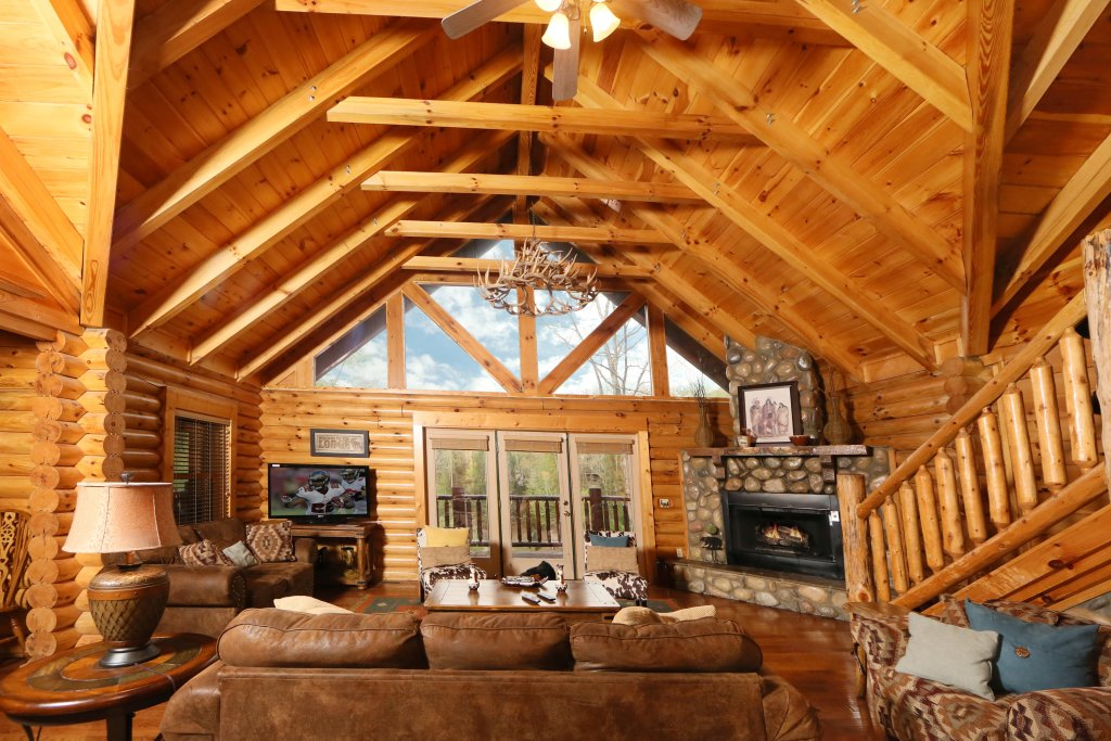 Photo of a Sevierville Cabin named Black Bear Hideaway - This is the second photo in the set.