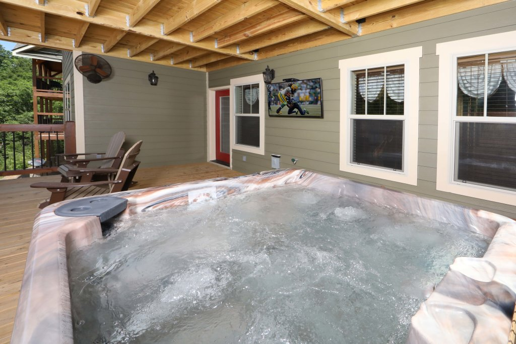 Photo of a Gatlinburg Chalet named Dive Right In - This is the forty-second photo in the set.