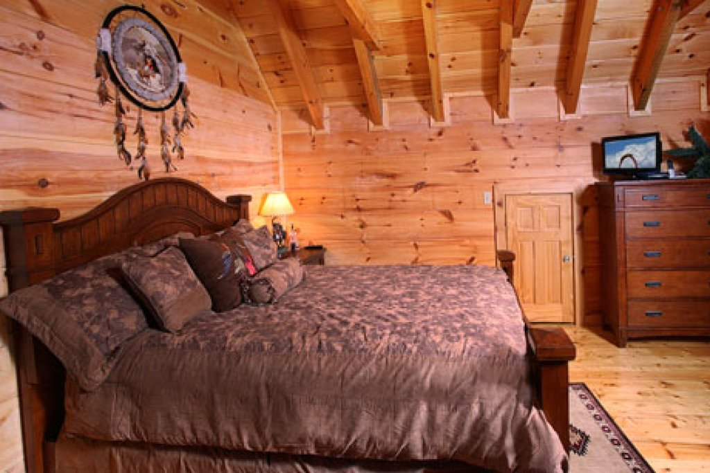 Photo of a Sevierville Cabin named Off The Clock - This is the fifth photo in the set.