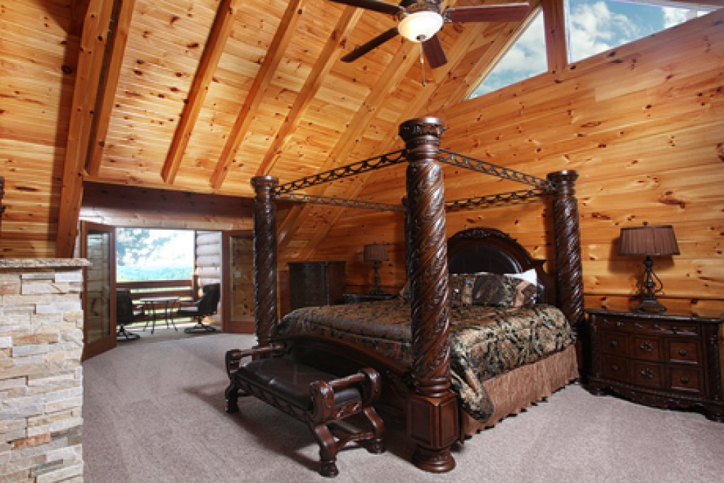 Photo of a Sevierville Cabin named Serenity Mountain Pool Lodge - This is the sixth photo in the set.