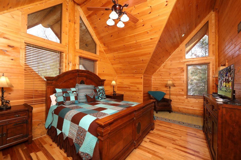Photo of a Gatlinburg Cabin named The Lodge Of Gatlinburg - This is the fourteenth photo in the set.