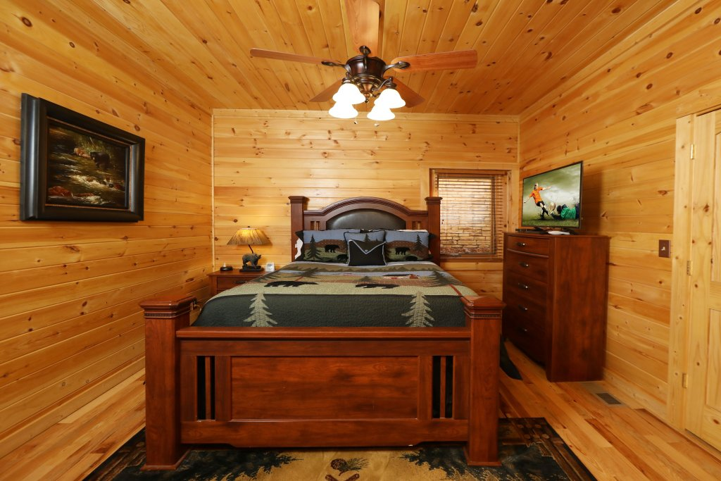 Photo of a Gatlinburg Cabin named The Lodge Of Gatlinburg - This is the twenty-first photo in the set.