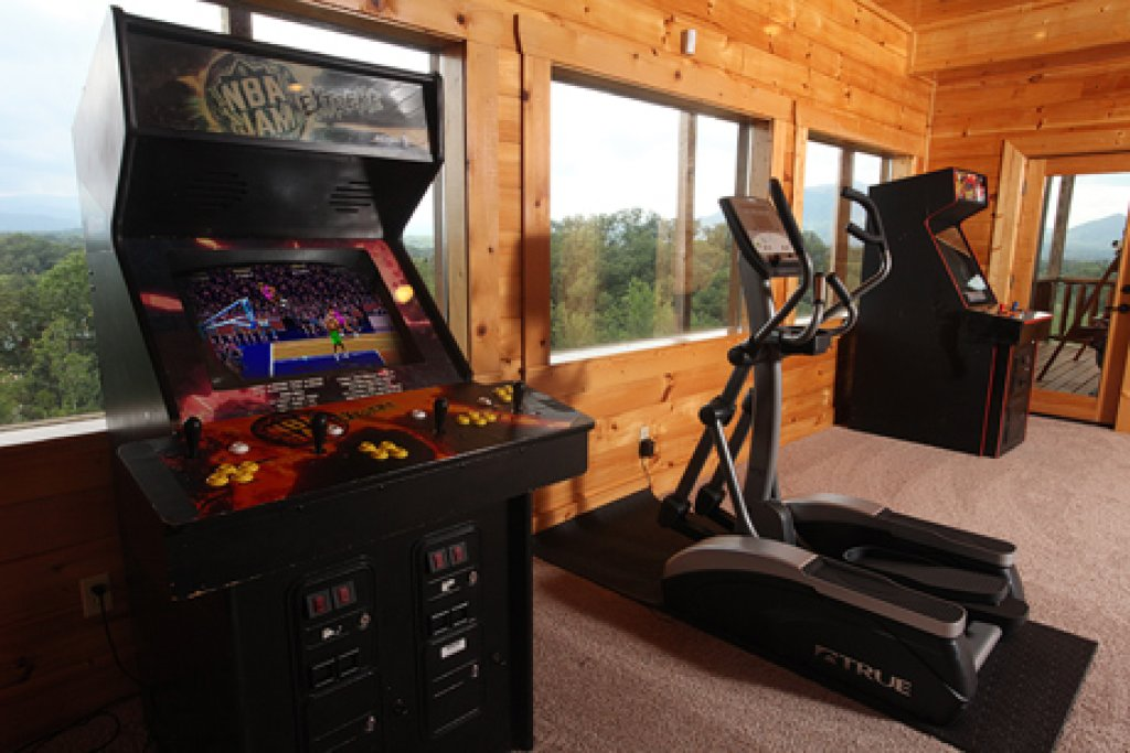Photo of a Sevierville Cabin named Serenity Mountain Pool Lodge - This is the thirty-first photo in the set.
